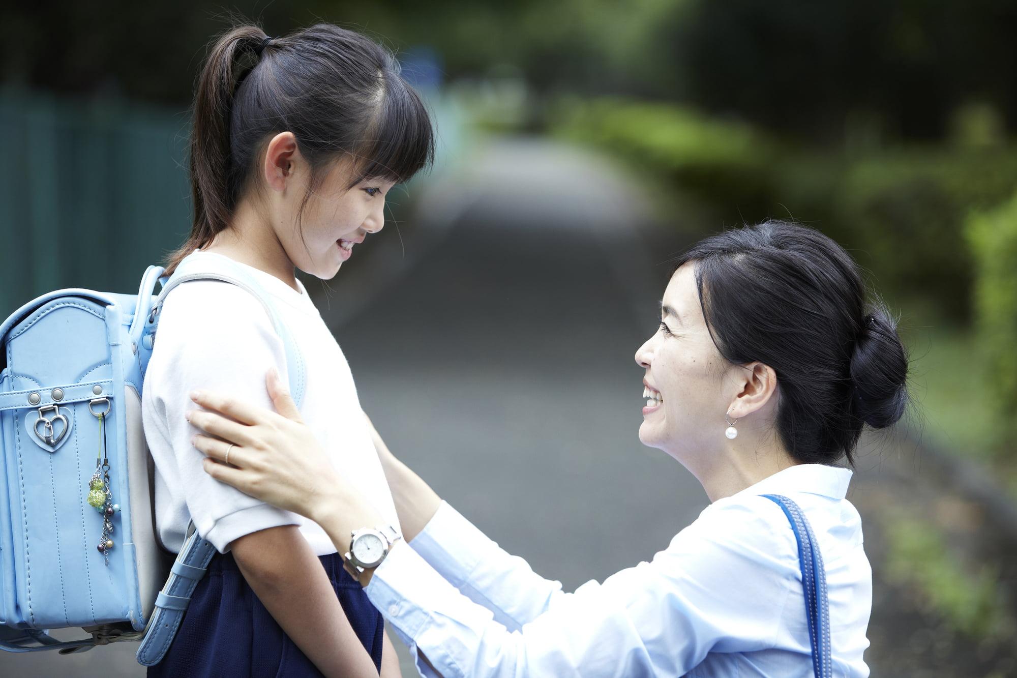 小学生の子と親
