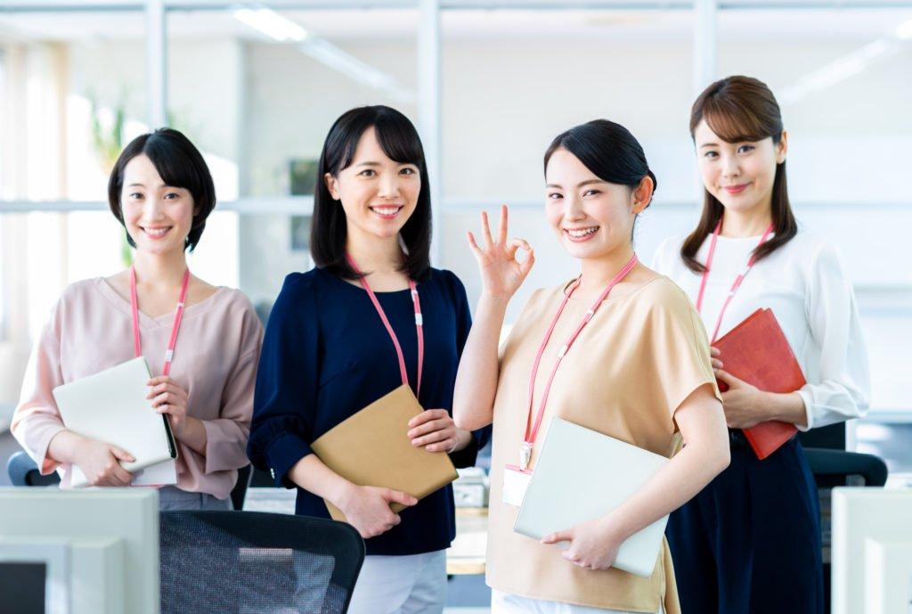 派遣-オフィスワークの女性派遣社員4人