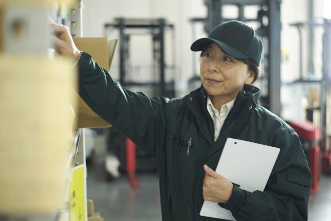 工場で働く主婦さん