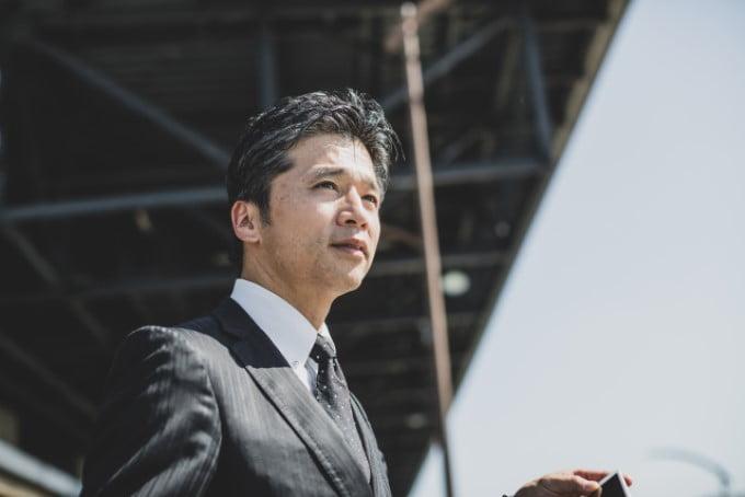1,総合人材-50代 男性 スーツ