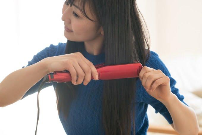 派遣-髪を整える主婦さん