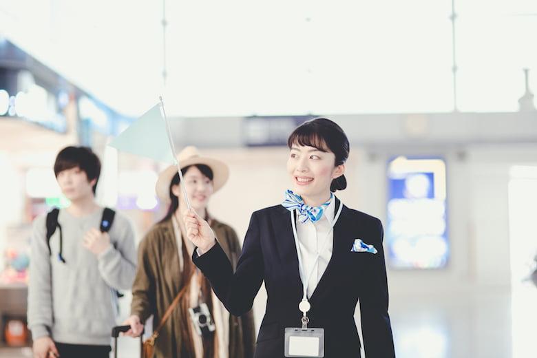 女性の派遣旅行添乗員