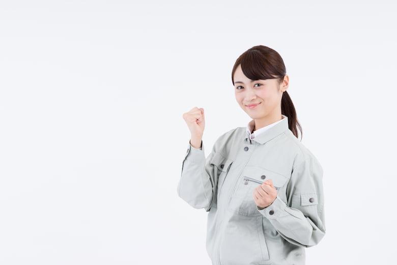 工場の女性-ガッツポーズ②