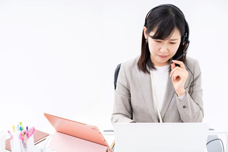 派遣-コールセンターの悩む女性