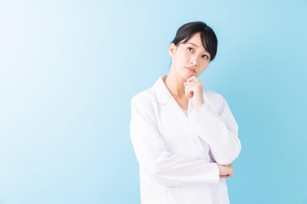 派遣-白衣の女性が考える