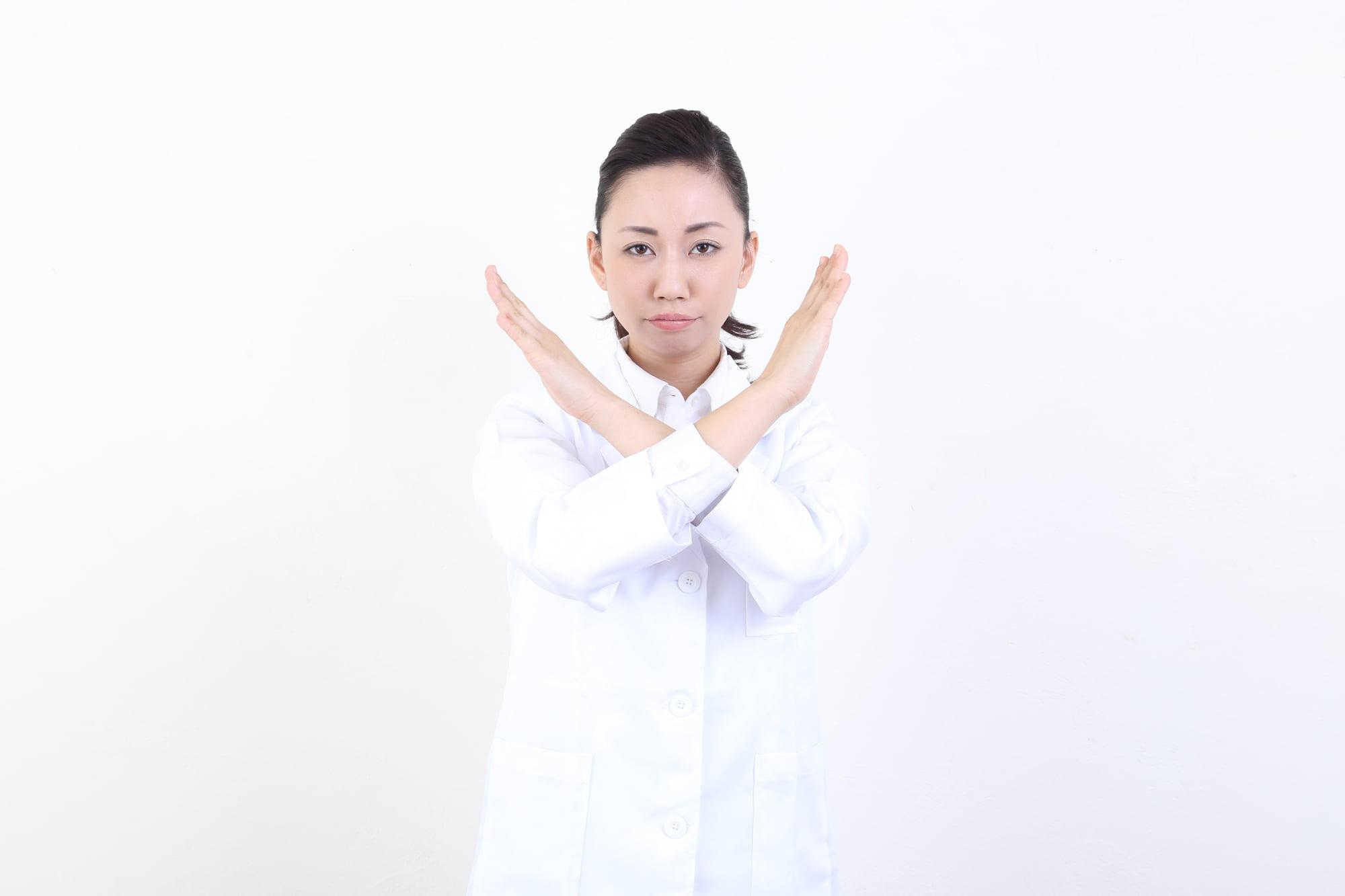 総合人材-薬剤師の女性-バツ